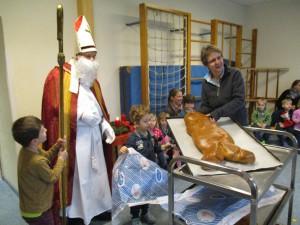 Der Nikolaus schenkt uns Weckmänner